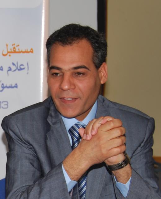"""صورة الدكتور عبد الفتاح الفاتحي الباحث المتخصص في قضية الصحراء والشؤون المغاربية في حوار خاص """"لحقائق مغربية"""""""