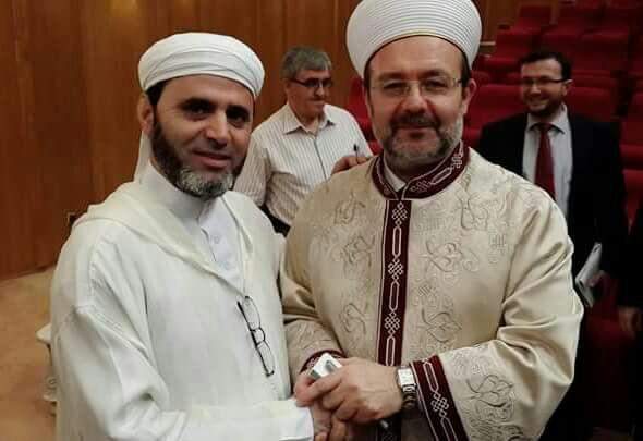 صورة الداعية العثماني: دولة الخلافة لم ينص عليها قرآن ولا سنة