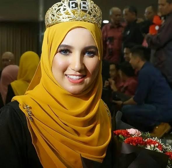 صورة الزين المغربي ديما طوب ..فتيحة صويف تفوز بملكة جمال المحجبات بماليزيا