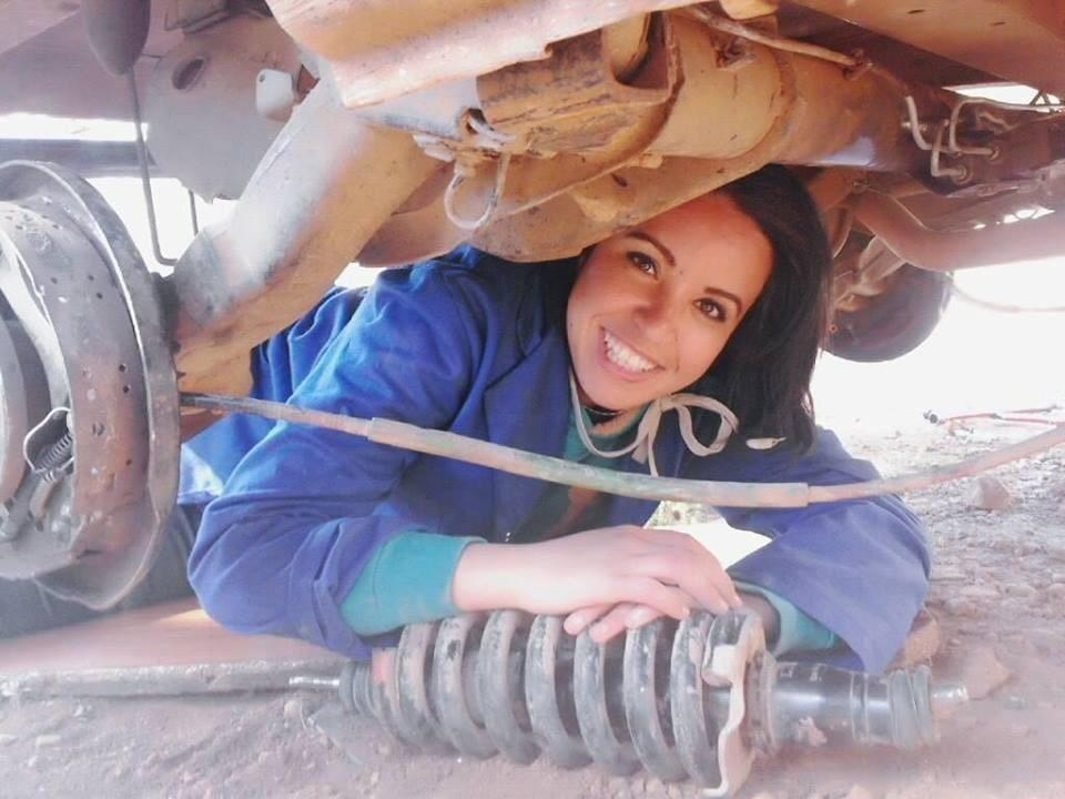 """صورة نورة الهواري: هكذا اقتحمت مجال """"الميكانيك"""" و هذه هي الصعوبات التي واجهته"""