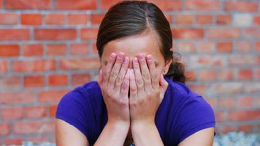 صورة صااادم : 20 سنة سجنا «للخال» الذي إغتصب بنات شقيته الأربعة