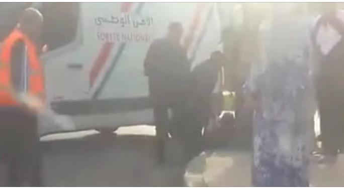 صورة شاهد بالفيديو . . لحظة إعتقال الشرطة لمشرمل بعد محاولته الهرب واستعمال سلاح أبيض