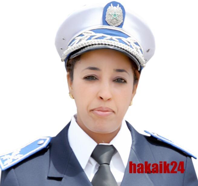 صورة فاطمة بومور … تأنيث شرطة المرور بتكوين أكاديمي