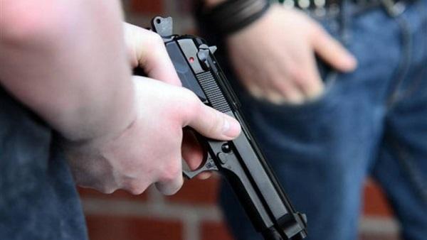 صورة أمريكي يتوعد كل من لا يرتدي كمامة بإطلاق النار عليه