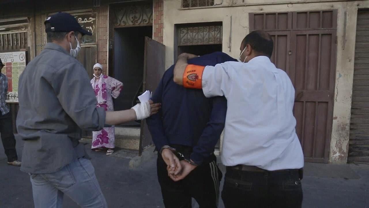 صورة السيبة في الدارالبيضاء يوم العيد و في عز الحجر الصحي قبل أن يتدخل الأمن لإنقاذ الساكنة