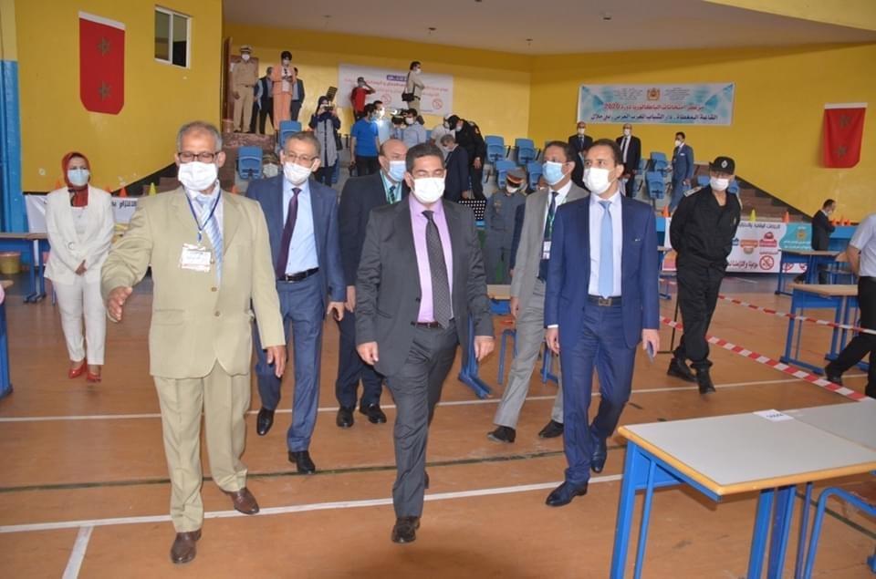 صورة أمزازي يتفقد مراكز الامتحان بجهة بني ملال خنيفرة