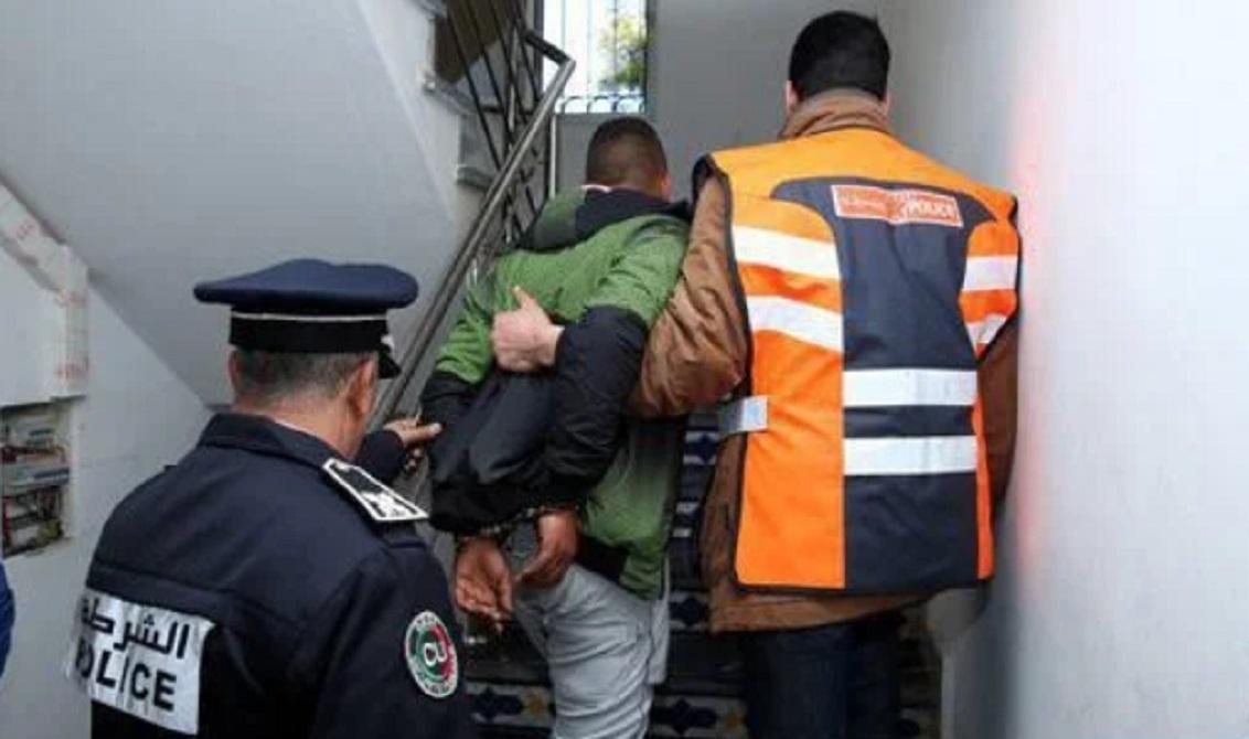 """صورة اعتقال """"بزناز"""" وحجز كيلو ونصف من المخدرات في شقته بإنزكان"""