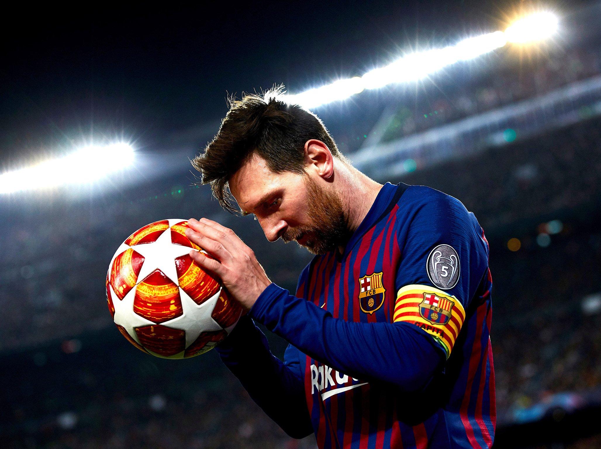 صورة رسميا .. ميسي ينهي مسيرته مع برشلونة