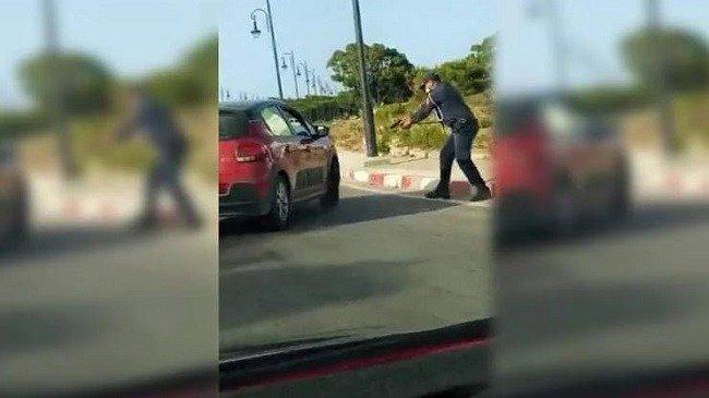صورة بالفيديو..شرطي في طنجة يطلق الرصاص على سيارة سائق مسلح خرق الطوارئ