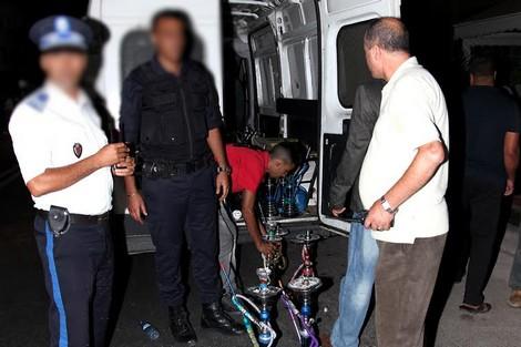 """صورة الشيشة"""" تقود لإعتقال 25 شخصاً داخل شقة بأيت ملول"""