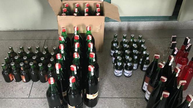 """صورة أمن أيت ملول يعتقل """" كراب """" وبحوزته 250 قنينة خمر معدة للبيع"""