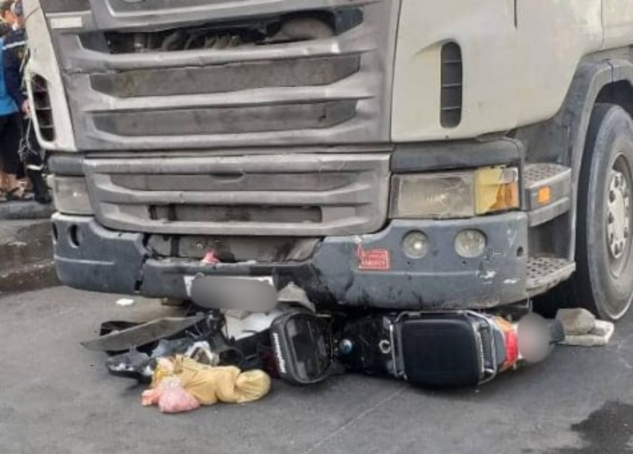 صورة شاحنة تدهس دراجة نارية و تخلف ضحيتين ضواحي أكادير