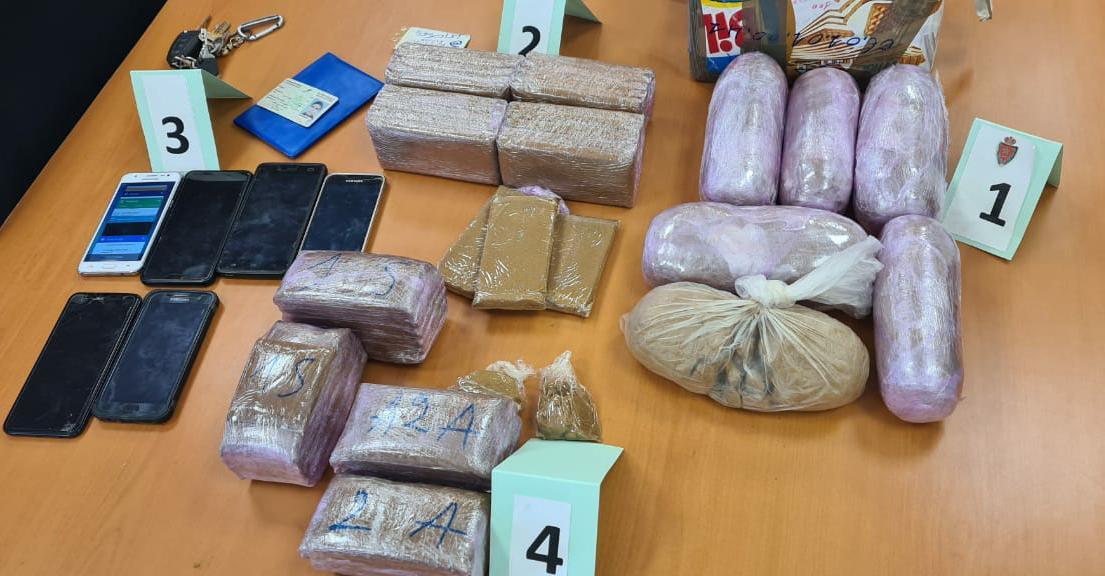 صورة المخدرات تسقط شخصين في يد الأمن بأيت ملول