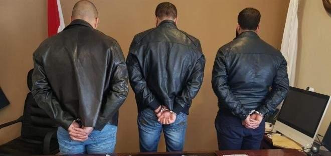 صورة توقيف 3 أشخاص كانو على علم بجريمة قتل الطفل عدنان