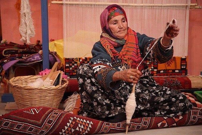 صورة المرأة الأمازيغية وعلاقتها بالزربية