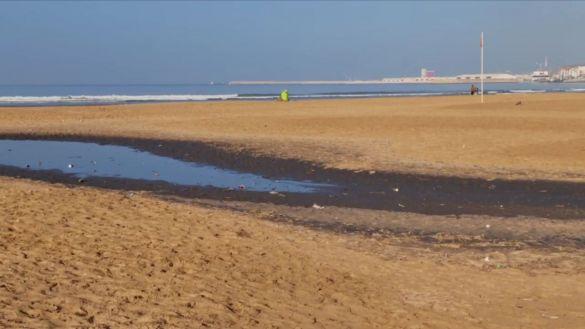 صورة صور صادمة تهز السوسيين خوفا من كارثة بيئية بشاطئ أكادير