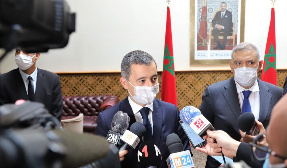 صورة بعد قطع رأس أستاذ عرض كاريكاتور للنبي .. وزير الداخلية الفرنسي يقطع زيارته للمغرب