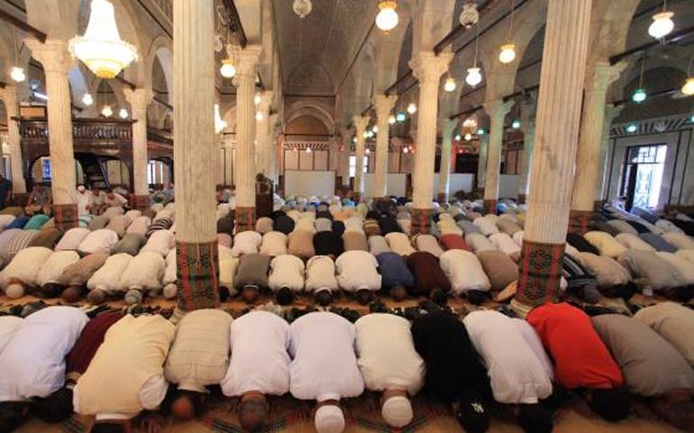 صورة إعادة فتح المساجد أمام المصلين لأداء صلاة الجمعة ابتداء من هذا الأسبوع