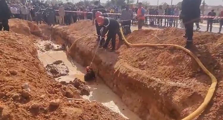 صورة انفجار أنبوب للمياه يقتل عاملين بفاس