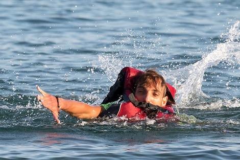 صورة إنقاذ مهاجرين سريين من موت محقق بطانطان