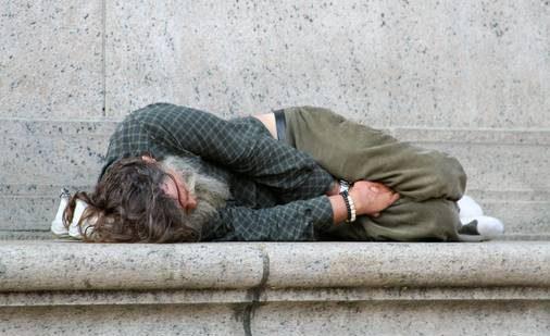 """صورة فيسبوكيون يطلقون حملة """"خوي البلاكار الناس كتموت بالبرد"""" للمشردين في الشوارع"""
