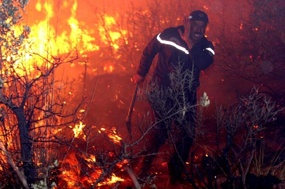 صورة قتلى ومصابون في حرائق واسعة بالجزائر