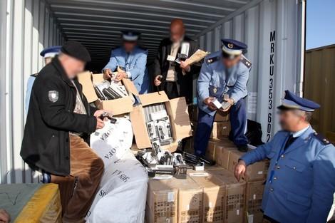 صورة حجز كمية كبيرة من المخدرات داخل حاويتين للبضائع بميناء أكادير