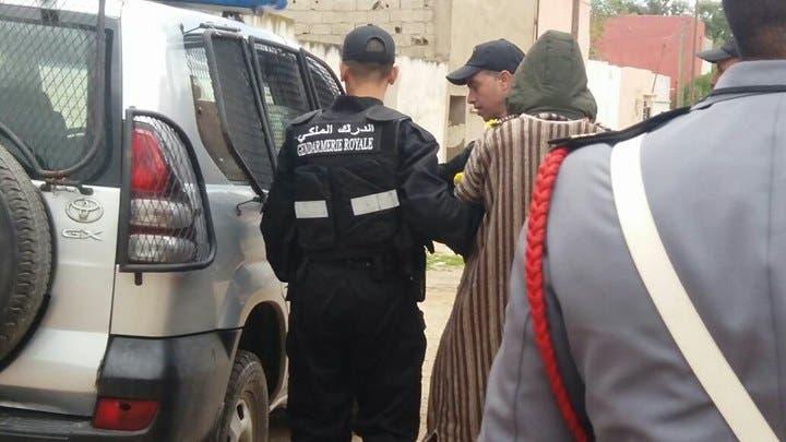 صورة صادم .. شخص يقتل زوجته ورضيعها بساطور نواحي الحسيمة