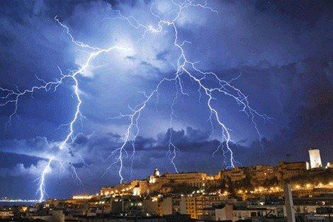 صورة الأرصاد الجوية : أمطار رعدية من الجمعة إلى الإثنين بعدد من مناطق المغرب