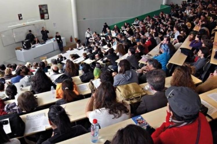 صورة بشرى للطلبة .. الحكومة تعتزم تعميم المنح الدراسية الجامعية على الجميع