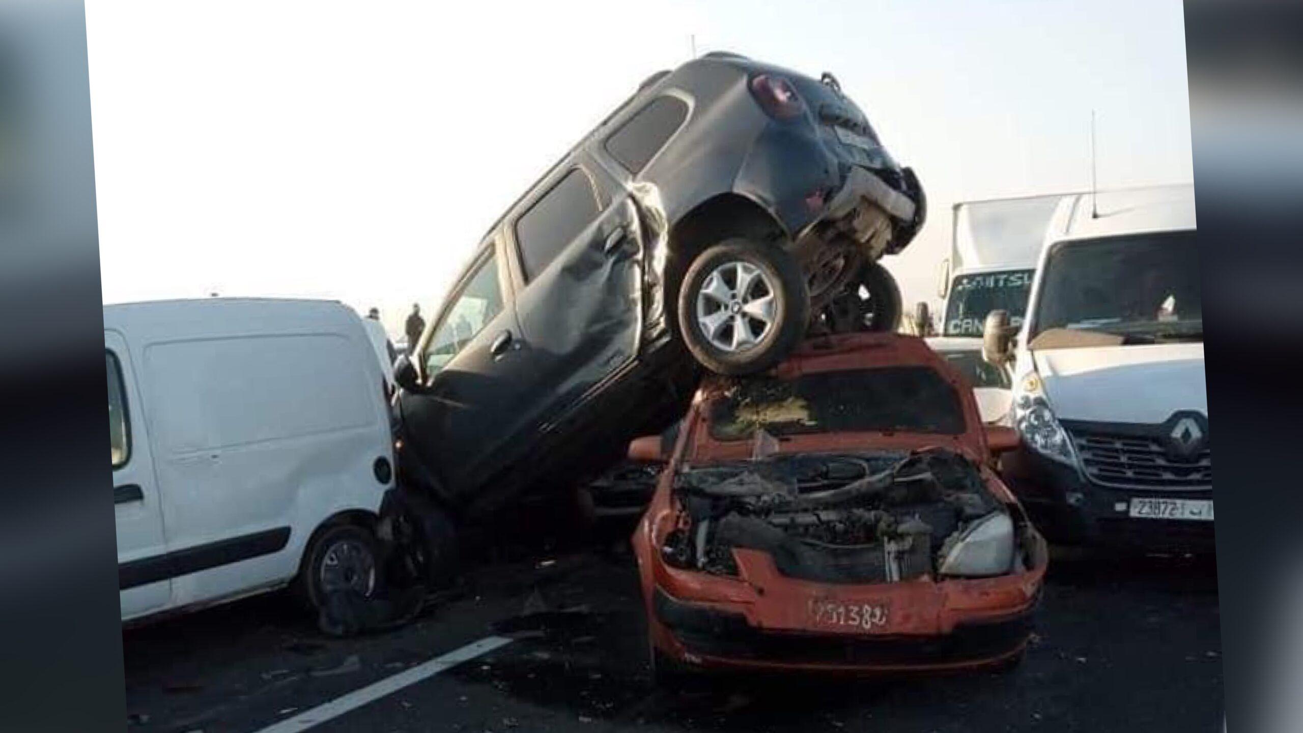 """صورة حادثة سير تشل الحركة بـ"""" لوطوروت"""" برشيد"""