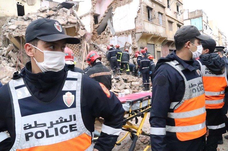 صورة انهيار 3 منازل بالمدينة القديمة بالدار البيضاء وانقاذ شخص من تحت الأنقاض(صور)