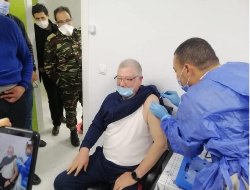 صورة تلقيح الأطر الطبية بتطوان ضد فيروس كورونا