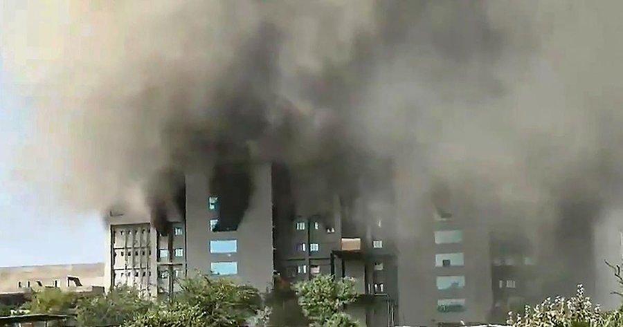 صورة النيران تلتهم أكبر معهد لإنتاج اللقاح في الهند والعالم
