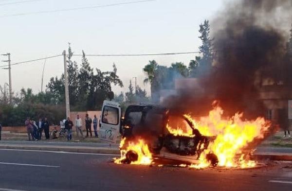 صورة شخص يضرم النار في سيارته بمراكش