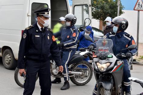 """صورة الحموشي يُرقي شرطي توفي بعد دهسه في """"براج"""" أمني"""