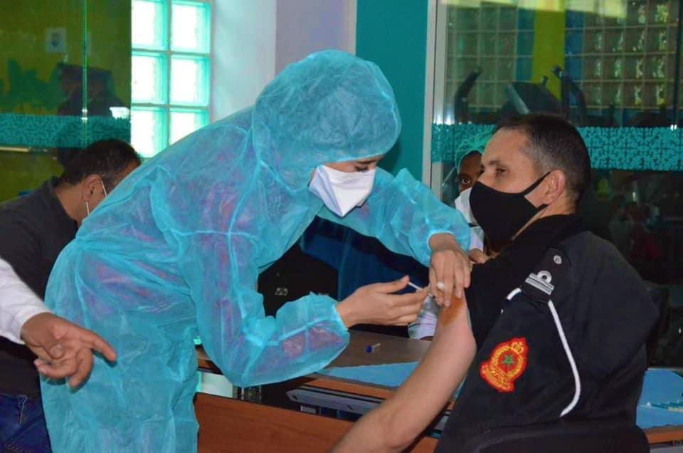 صورة انطلاق عملية التلقيح في صفوف نساء ورجال الأمن الوطني