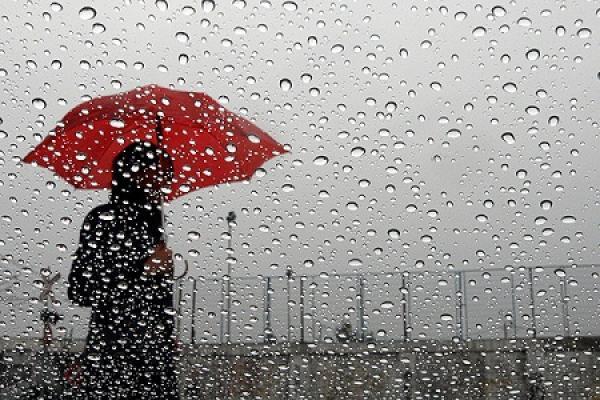 صورة الأرصاد الجوية: استمرار نزول الأمطار بهذه المناطق