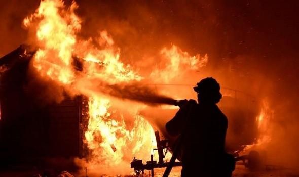 صورة اندلاع حريق مهول بأحد المطاعم بمارينا أكادير