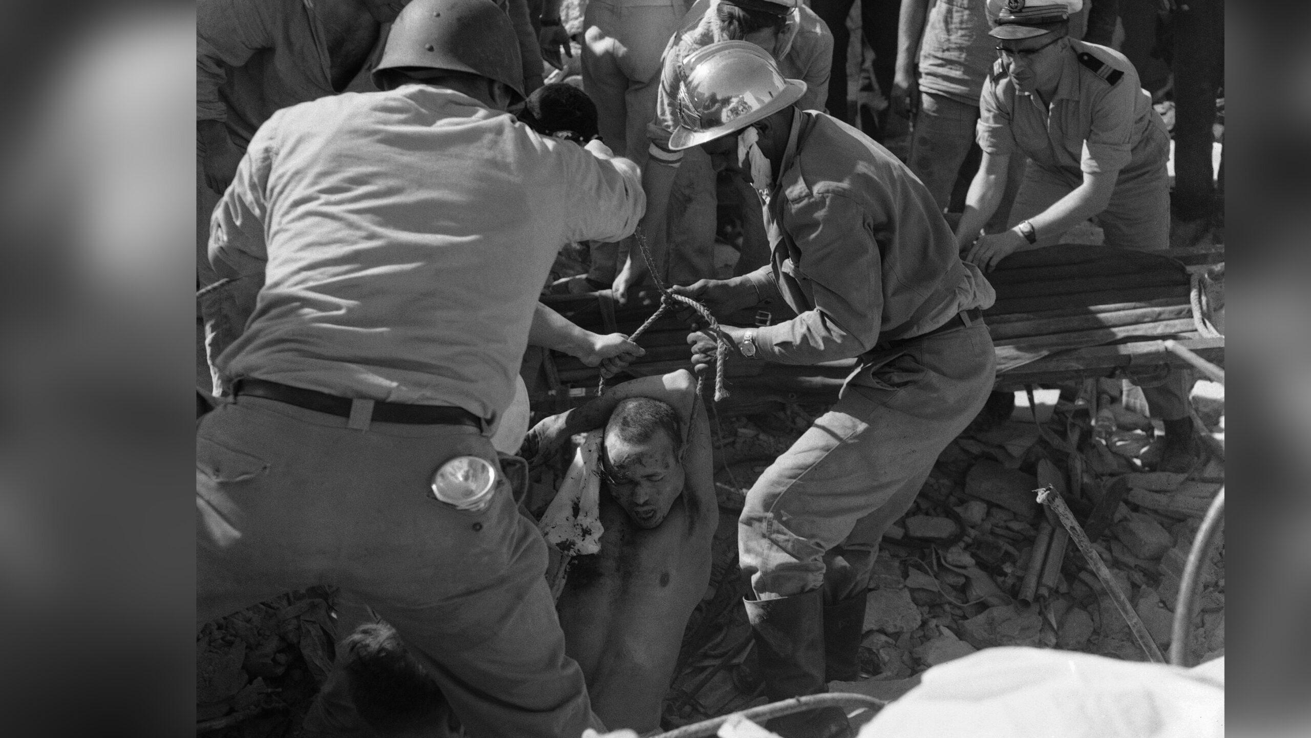 """صورة أكادير """"الميتة"""" .. يوم دفن زلزال عنيف مدينة بأكملها"""