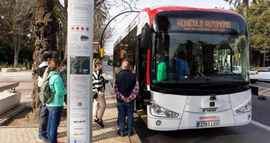 صورة حافلة ذاتية القيادة في شوارع مدينة ملقة الإسبانية