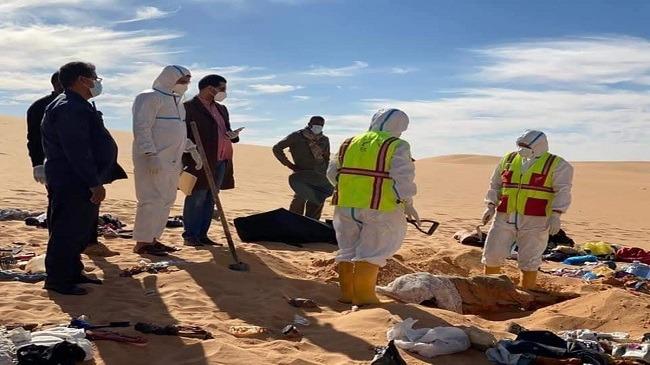 صورة تركوا وصية مؤثرة .. عائلة ضلّت طريقها في الصحراء فماتوا عطشًا وجوعا