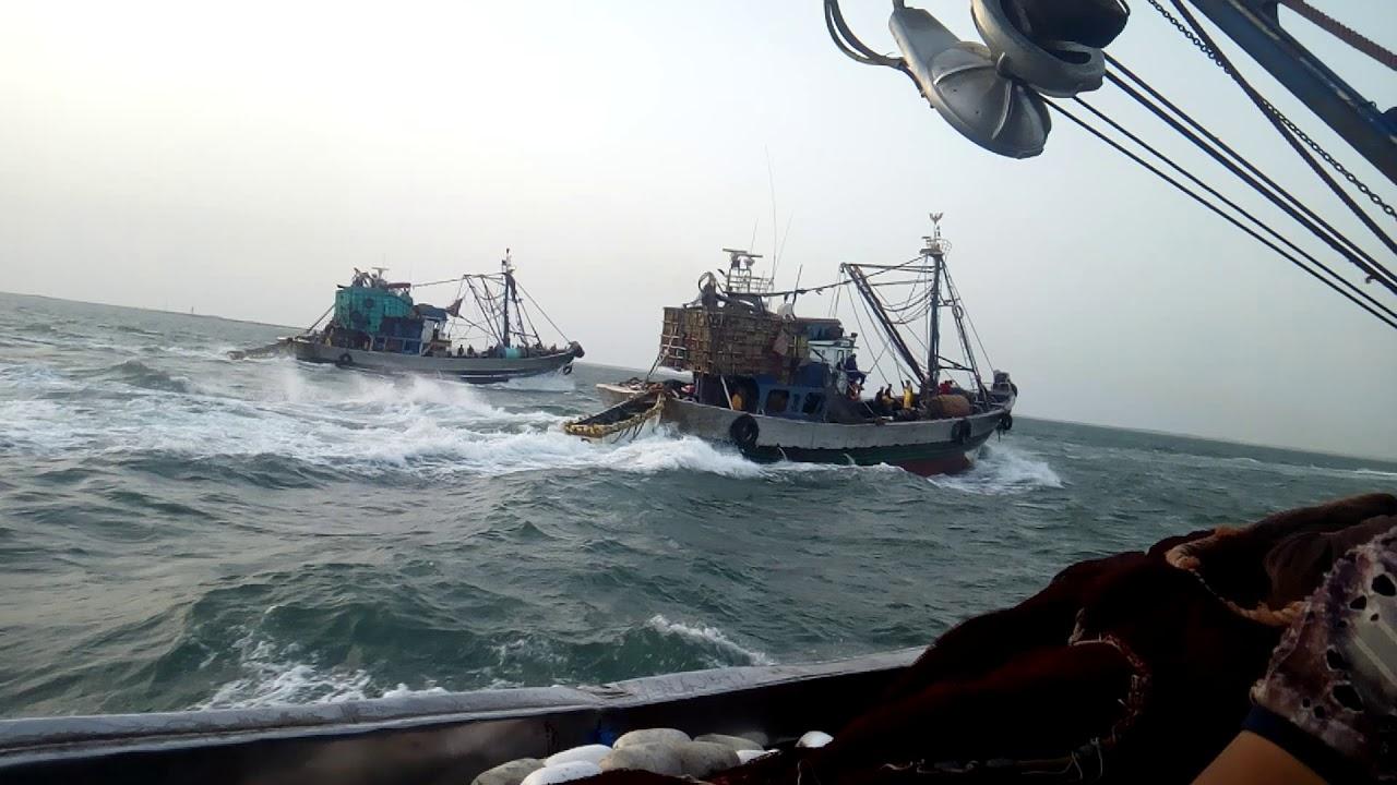 """صورة قبطانية ميناء أسفي تنذر بطقس عاصف ومهنيو الصيد يتوجسون من ظاهرة """" الرص"""""""