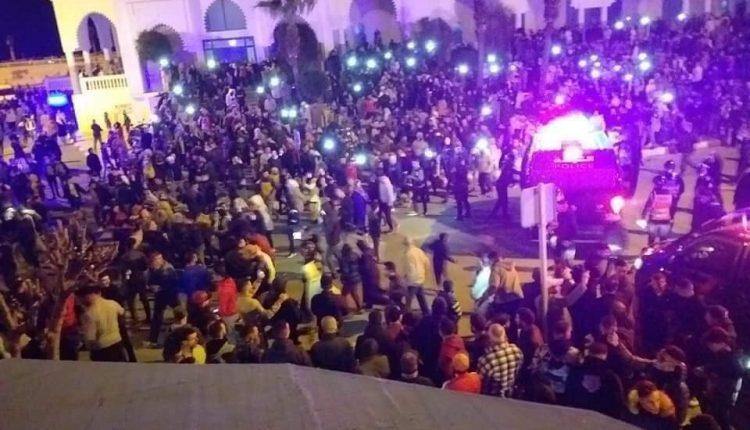 صورة مظاهرة حاشدة من أجل لقمة العيش بالفندق
