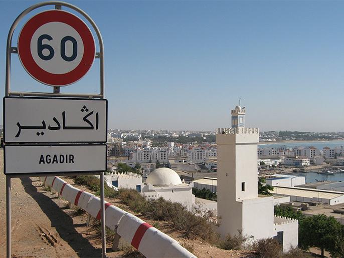 صورة هزة أرضية تضرب مدينة أكادير وتجبر الساكنة على مغادرة أسِرَتِهم