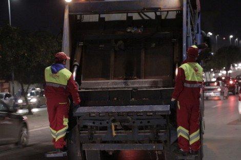 صورة مصرع عامل نظافة طحناً داخل شاحنة بالدارالبيضاء
