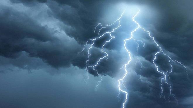 صورة الأرصاد الجوية تُوصي المواطنين بضرورة الانتباه إلى الصواعق الرعدية وعدم المرور من قرب الوديان والمنحدرات