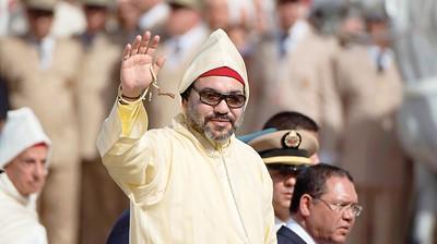 صورة الملك يقدم هبة شخصية عبارة عن مساعدات غذائية للقوات المسلحة اللبنانية و الشعب اللبناني