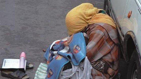 صورة تستعمل دمية على أنها رضيع .. اعتقال متسولة إنتحلت هوية سورية