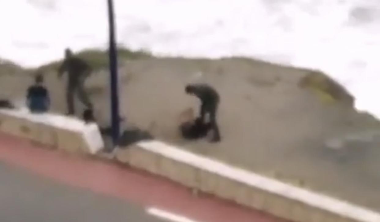 صورة التحقيق في تداول شريط يوثق لاعتداء رجل قوات مساعدة على شخص